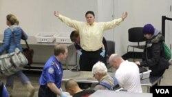 La empresa responsable de seguridad en el aeropuerto asegura que fue un control rutinario.