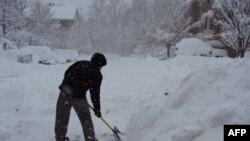 Trận bão tuyết đã làm tê liệt thủ đô Washington, D.C của Hoa Kỳ, và trút xuống một lượng tuyết dầy 60cm ở khu vực này