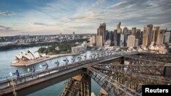 澳大利亚最大城市悉尼的高楼、歌剧院、港湾和港湾大桥(2017年5月2日)