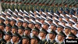 지난해 10월 중국 베이징의 톈안먼 광장에서 열린 국경절 70주년 기념식에서 중국인민해방군이 열을 지어 서 있다.