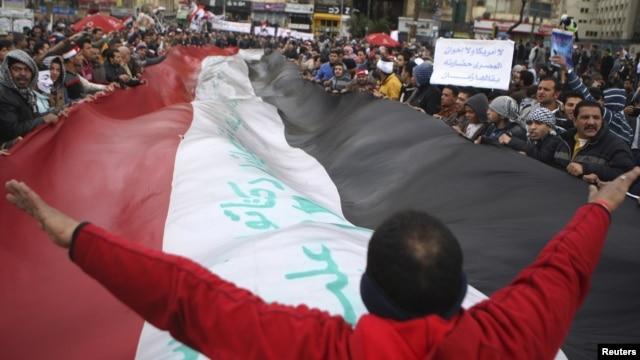Biểu tình ở Ai Cập chống Tổng thống Morsi tại Quảng trường Tahrir, trong thủ đô Cairo, sau lễ cầu nguyện hôm thứ Sáu 1/2/13