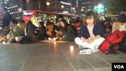 세월호 희생자들을 애도하고 실종자들의 무사 귀환을 염원하는 시민촛불기도회가 24일 서울 광화문에서 열렸다. (자료사진)