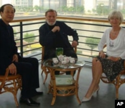 John and Doris Naisbitt with Chinese official Wang Jianzhong.