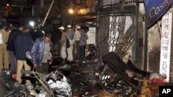 印度警察检查7月13日孟买爆炸现场