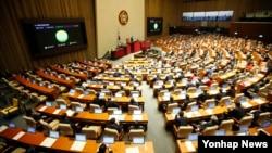 지난 2일 밤 한국 국회에서 열린 본회의에서 북한인권법이 첫 발의 11년 만에 통과됐다.