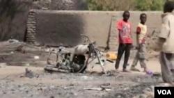 Une scène de destruction causée par une attaque de Boko Haram, le 21 octobre 2015. (VOA)