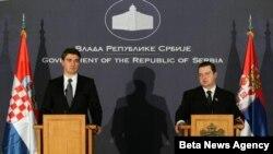 Premijer Srbije Ivica Dačić i premijer Hrvatske Zoran Milanović su novinarima dali izjave nakon današnjeg sastanka u Palati Srbija u Beogradu.