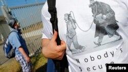 Người biểu tình chống cơ quan NSA tại Griesheim, Đức.