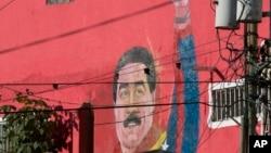 ຮູບແຕ້ມ ປະທານາທິບໍດີ ເວເນຊູເອລາ ທ່ານ Nicolas Maduro ທີ່ເຫັນຢູ່ຝາເຮືອນ ຢູ່ຄຸ້ມ Petare ໃນນະຄອນຫຼວງ Caracas ປະເທດ Venezuela.