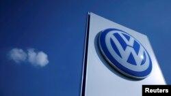Logo hãng xe hơi Volkswagen.
