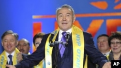 Kazakhstan's President Nursultan Nazarbayev, wearing a scarf of the Nur Otan party, delivers a speech during a 'Forward, Kazakhstan' forum organized by activists and supporters of the ruling party in Astana, January 16, 2012.
