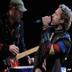 Coldplay performs at the MTV Movie Awards on Sunday June 1, 2008, in Los Angeles. (AP Photo/Mark J. Terrill)