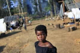 An Ivorian girl walks among tents in a camp housing Ivorian refugees in Solo Town, near Zwedrou, Liberia, May 2011. (file photo)