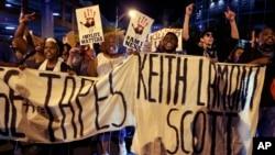 Warga Charlotte, North Carolina menuntut keadilan atas tewasnya Keith Lamont Scott bulan September lalu (foto: dok).