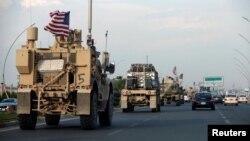 Konvoj američkih vojnih vozila tokom današnjeg povlačenja iz Sirije (Foto: Reuters/Azad Lashkari)