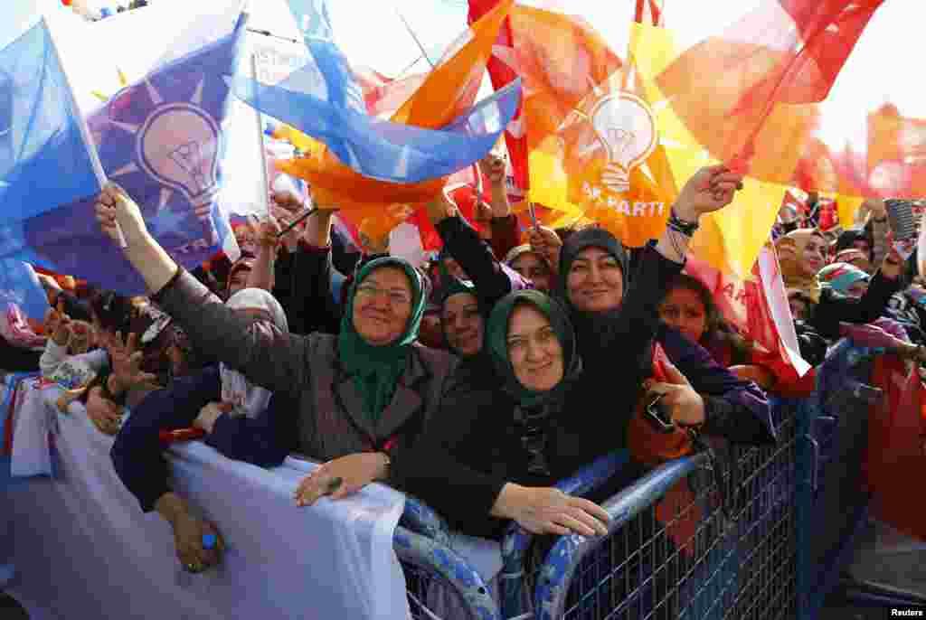 حامیان حزب عدالت و توسعه در شهر قونیه ترکیه