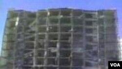 El 25 de junio de 1996 militantes hicieron estallar un camión cargado de combustible cerca de un edificio de las Torres Khobar