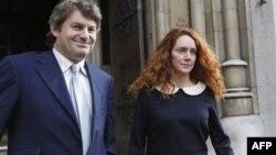 Bliska saradnica Ruperta Mardoka, Rebeka Bruks sa suprugom Čarlijem (arhiva)