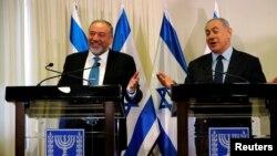 آقای لیبرمن در کنار نتانیاهو نخست وزیر اسرائیل.