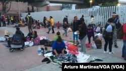 Migranti iz Centralne Amerike na granici Meksika i SAD (Foto: Arturo Martínez/VOA)