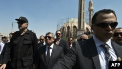 埃及内务部长易卜拉欣最近出席四名警察的葬礼
