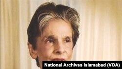 دینا واڈیا 2004 میں دورہ پاکستان کے دوران۔ فائل فوٹو