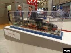 今年夏季莫斯科武器展上展出的基洛级潜艇模型。俄罗斯分别向中国和越南出售了基洛级潜艇(美国之音白桦)