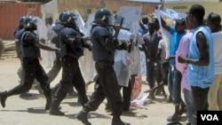 Força de Intervenção Rápida reprime manifestantes em Luanda