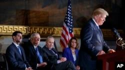 Le président Donald Trump speaks lors d'une cérémonie pour honorer le sénator Bob Dole à Capitol Hill, le 17 janvier 2018, à Washington.