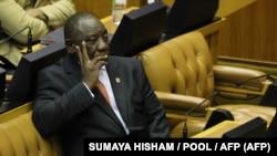 Le président Cyril Ramaphosa attend de prononcer son discours sur l'état de la nation au parlement sud-africain, Le Cap, le 13 février 2020. (SUMAYA HISHAM / POOL / AFP)