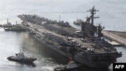 Авианосец ВМС США в южно-корейских водах
