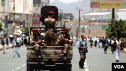 Militer Yaman terus menggempur posisi militan terkait al-Qaida di Yaman selatan.