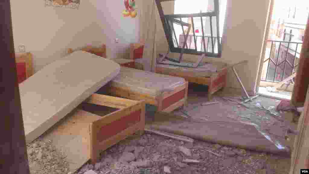 Five people were injured in the airstrike in January 2016 at the center in Sana'a, Yemen, and Human Rights Watch says the bomb didn't explode, preventing a greater tragedy. (A. Mojalli/VOA)