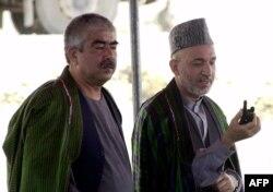 افغانستان کے سابق صدر اشرف غنی کمانڈر رشید دوستم کے ہمراہ۔