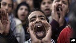 قاہرہ: فوج کے خلاف نعرے بازی