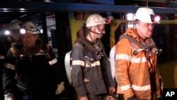 Воркута - рятувальники виходять із шахти, на якій сталася аварія