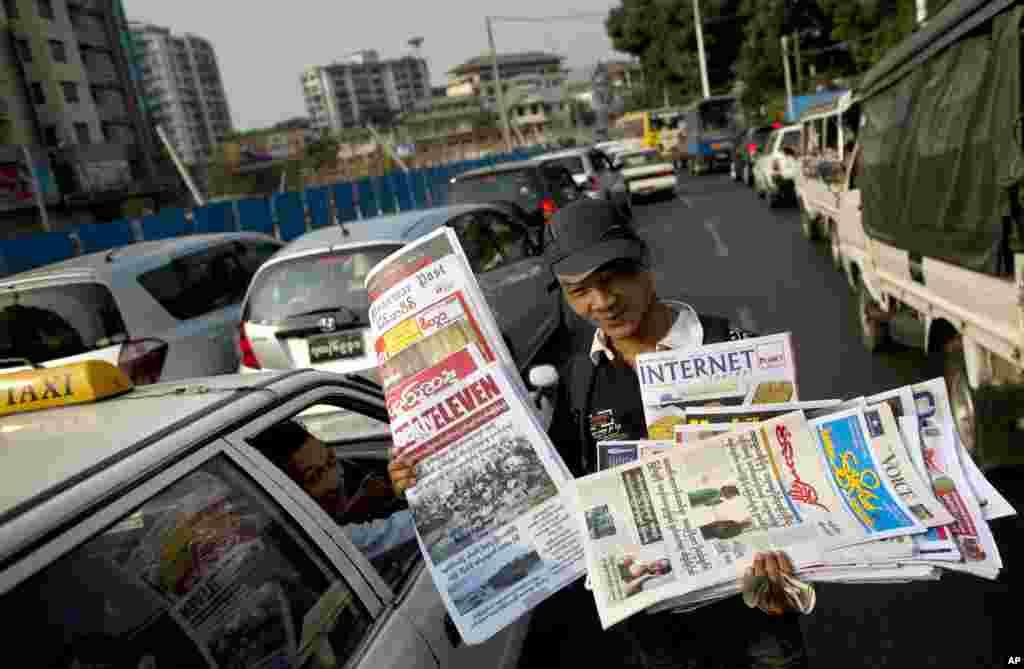 Đối với người dân Miến Điện các tờ báo của tư nhân được bán trên đường phố Rangoon là một điều mới lạ. Nhiều người còn chưa ra đời khi luật độc quyền về báo chí của nhà nước được ban hành vào thập niên 1960
