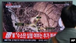 9月9日星期五南韓首爾火車站一名路人士觀看北韓核試爆新聞。