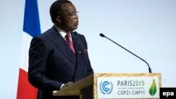 Le président congolais Denis Sassou Nguesso prononce un discours à Paris, France, 30 novembre 2015. epa/ ETIENNE LAURENT