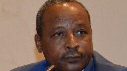 Hassoumi Massaoudou au micro d'Abdoul Razak Idrissa
