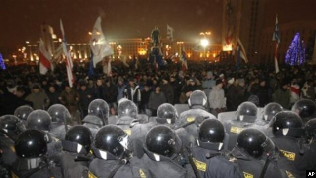 Riot police block demonstrators trying to storm the government building in the Belarusian capital, Minsk, 19 Dec 2010