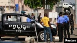 Des policiers nigérians à Abuja, le 8 décembre 2015.