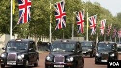 Infinidad de banderas engalanan las principales avenidas de Londres.