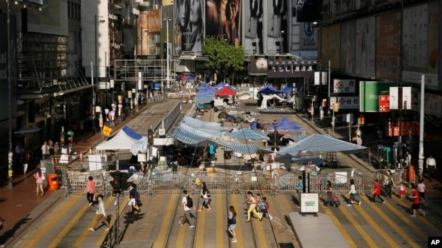 Sinh viên dựng trại trên một con đường chính trong khu Causeway Bay của Hong Kong, 10/10/14