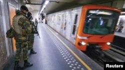 Des soldats dans le métro en Belgique, le 25 novembre 2015. (REUTERS/Yves Herman)