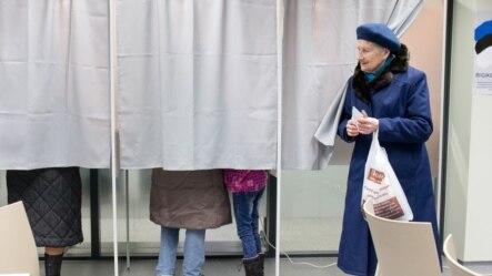 Cử tri Estonia đi bỏ phiếu tại Tallinn, ngày 1/3/2015.