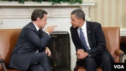 Presiden Nicolas Sarkozy (kiri) dan Presiden Barack Obama dalam pertemuan di Gedung Putih, Senin 10 Januari 2010.
