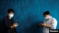 د ډوناټ روباټیکس کمپنۍ لخوا جوړ شوی ماسک جاپاني ژبه نورو ژبو ته ژباړي