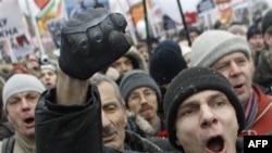 Demonstranti protestuju u brojnim gradovima Rusije zbog rezultata parlamentarnih zbora