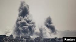 2014年7月27日以色列進攻加沙後的煙霧。